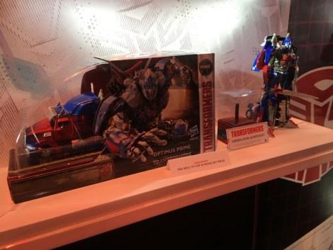 SDCC 2017 - Hasbro Transformers Optimus Prime Burning Rubber edition