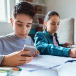 Uso excesivo de tablets y smartphones causa miopía en niños