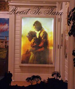 """Road to Tara"" - ""Gone With The Wind"" Museum, Jonesboro Georgia.  Dierdre - April, 2003. (GFDL-self)"