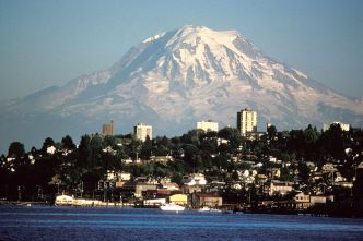 800px-Mount_Rainier_over_Tacoma