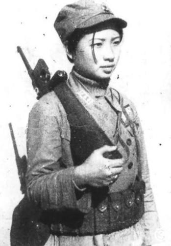 Chinese guerrilla with a C96 Mauser (1939)