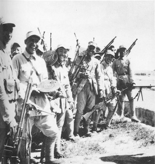Chinese troops with a variety pack of LMGs - DP, ZB, BAR