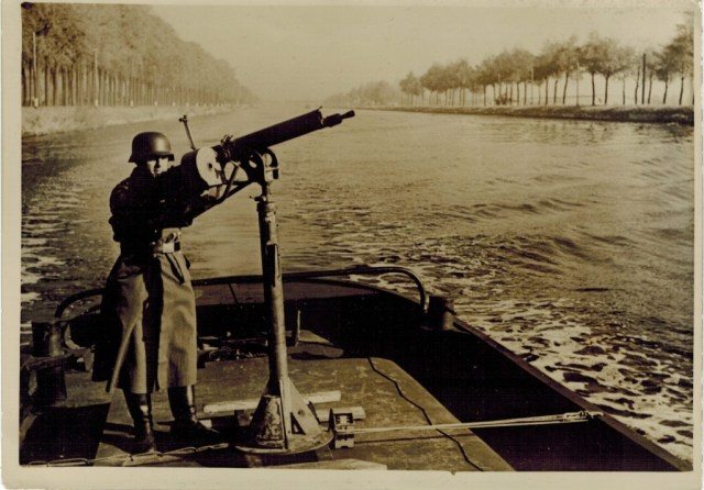 MG08/15 on river patrol, 1940