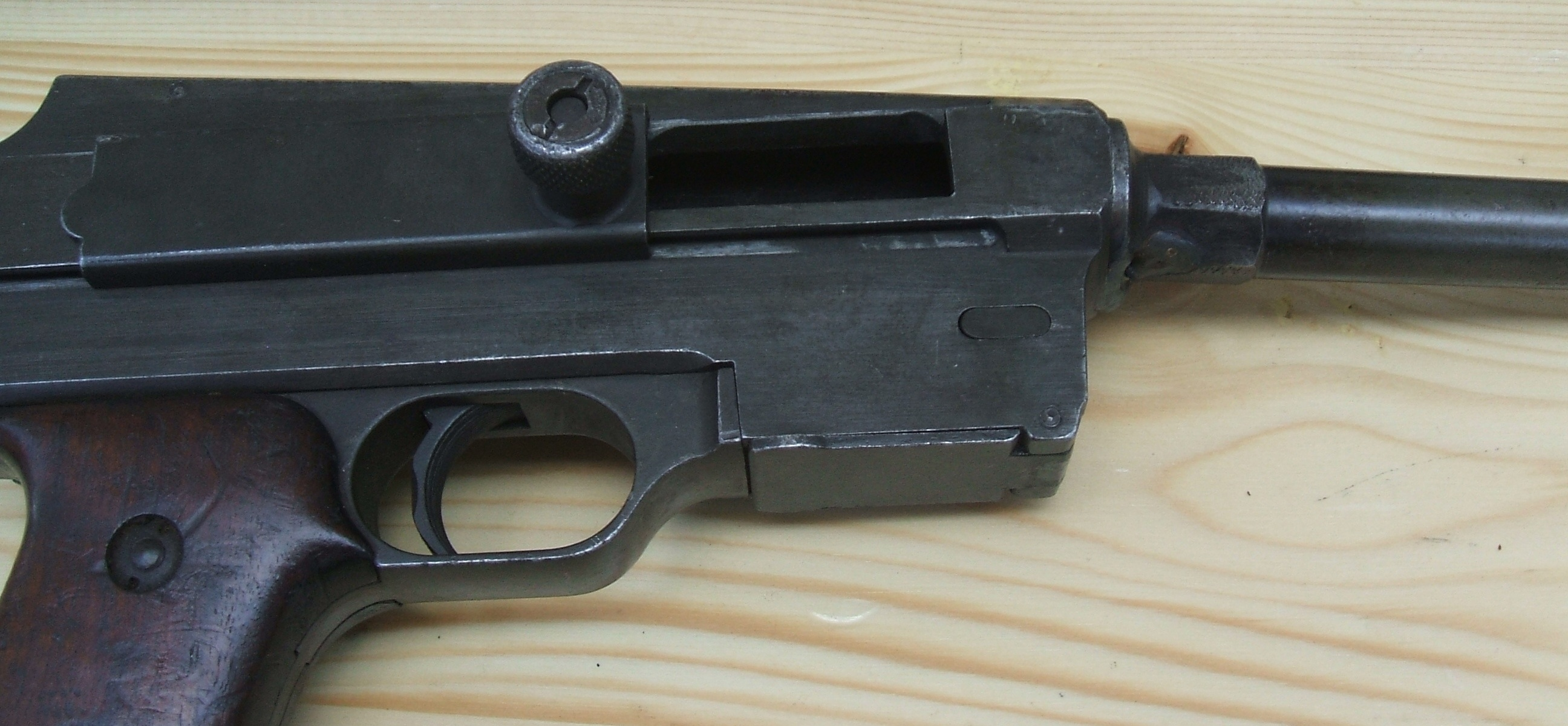 French MAS-38 SMG – Forgotten Weapons