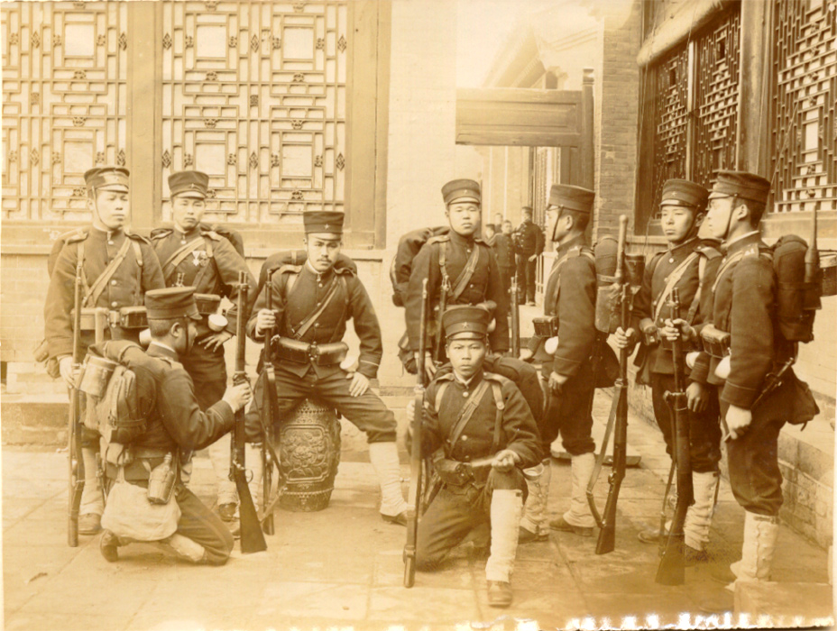 Japanese troops with Murata rifles, 1900