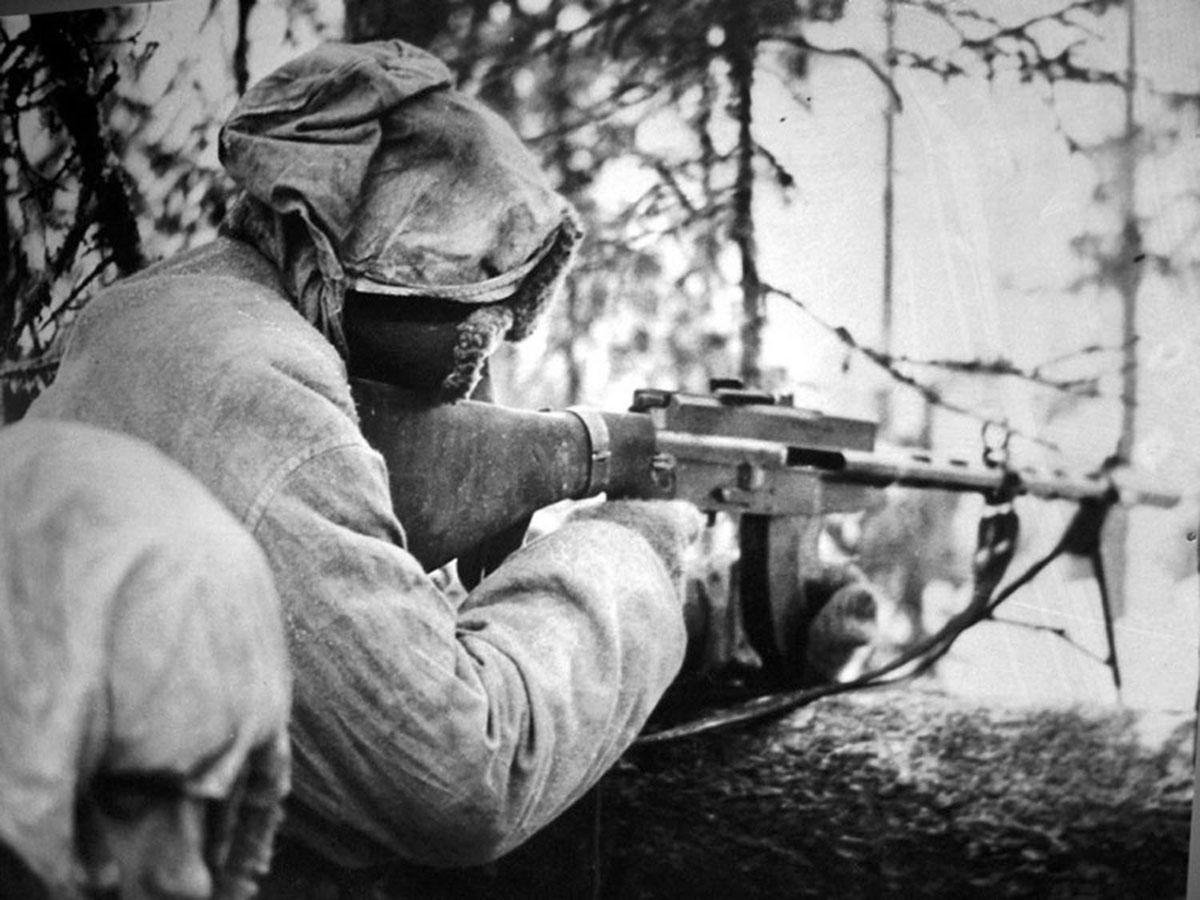 Finnish soldier with an LS-26 light machine gun,  1940