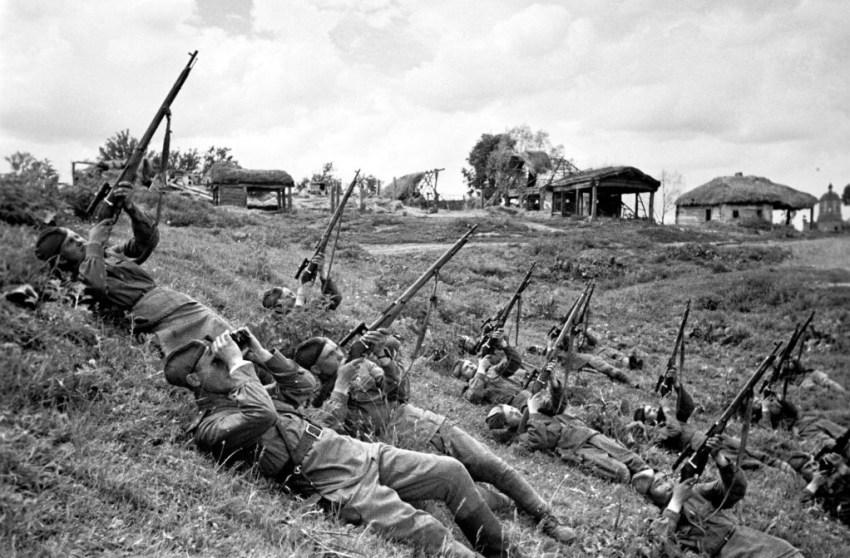 Soviet snipers train at ranging aircraft