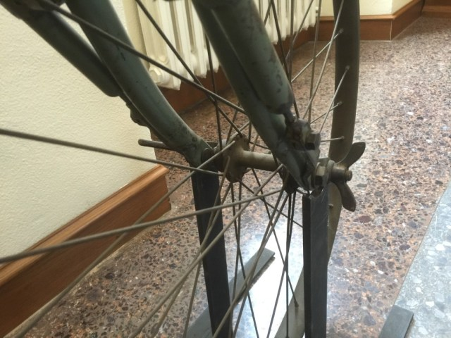 Front suspension on the Italian military bicycle