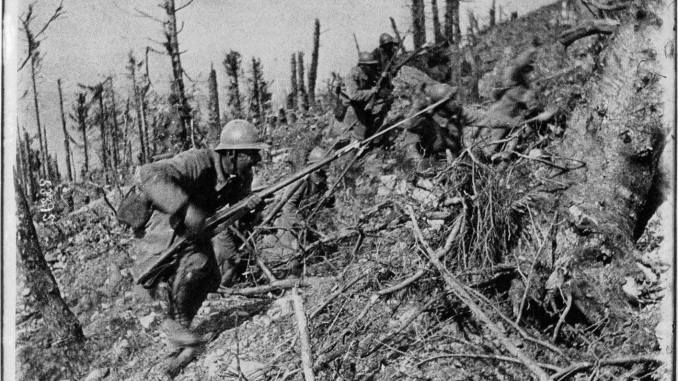 French soldiers attacking in the Argonne in 1915