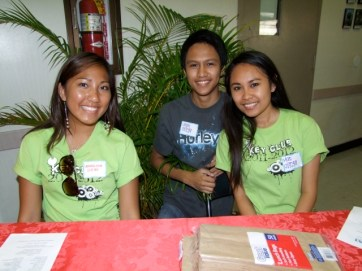Kapa`a High School Key Club volunteers