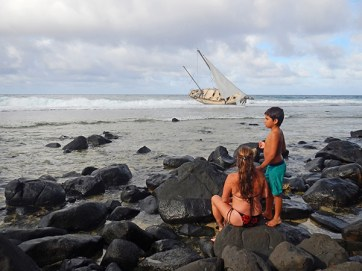 Trish and her son check out the Moloa'a shipwreck