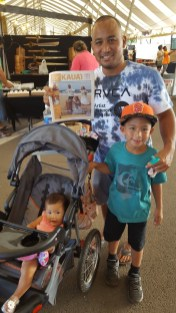 Kaeo Kinoshita with his kids, Kaeia and Madison.