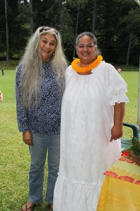 Wenda Moon, of Daughters of Hawai'i, left, and Wai Kuapahi, of Friends of King Kaumuali'i