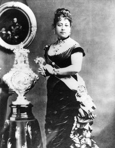Queen Liliu'okalani in the late 1800s, wearing a holokū.