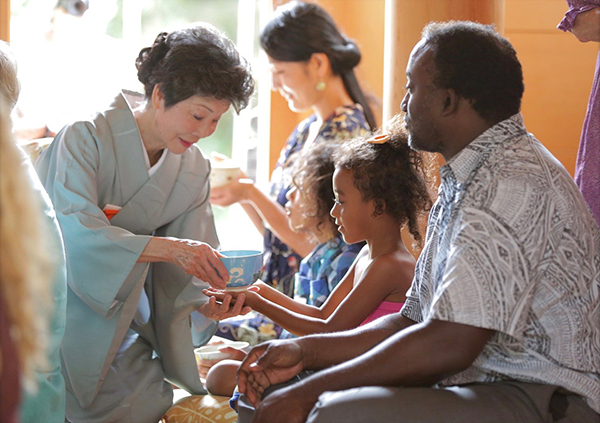 Hiroko Kunioka serves tea during a tea ceremony at Lawa'i International Center's Hall of Compassion in May 2017. Photo by Mike Teruya