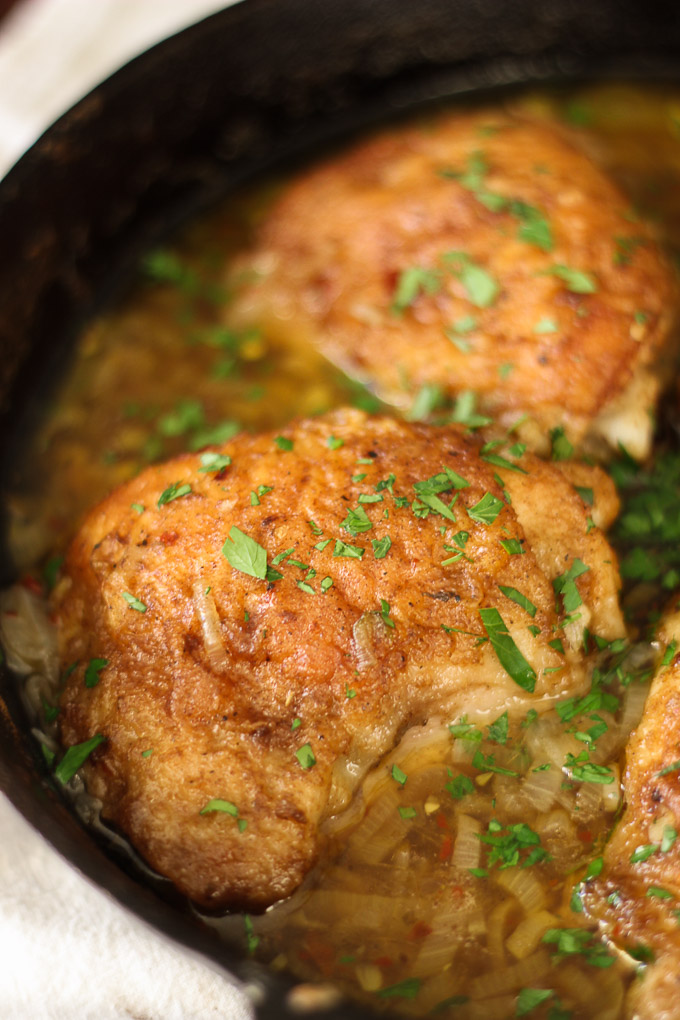 Skillet Chicken with Garlic, Shallot, and Wine Sauce is an incredibly easy and comforting dish, full of flavor and perfect for family dinners or a friends get-together.