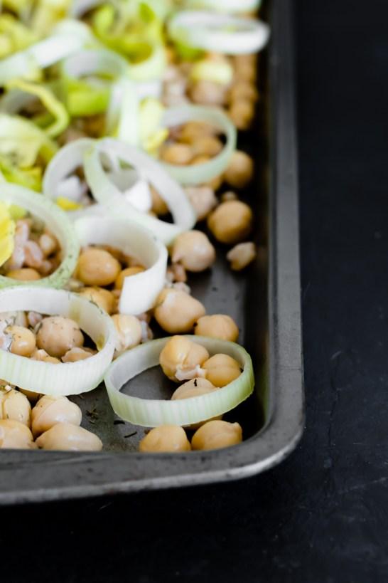 zaatar-crispy-chickpea-leek-salad