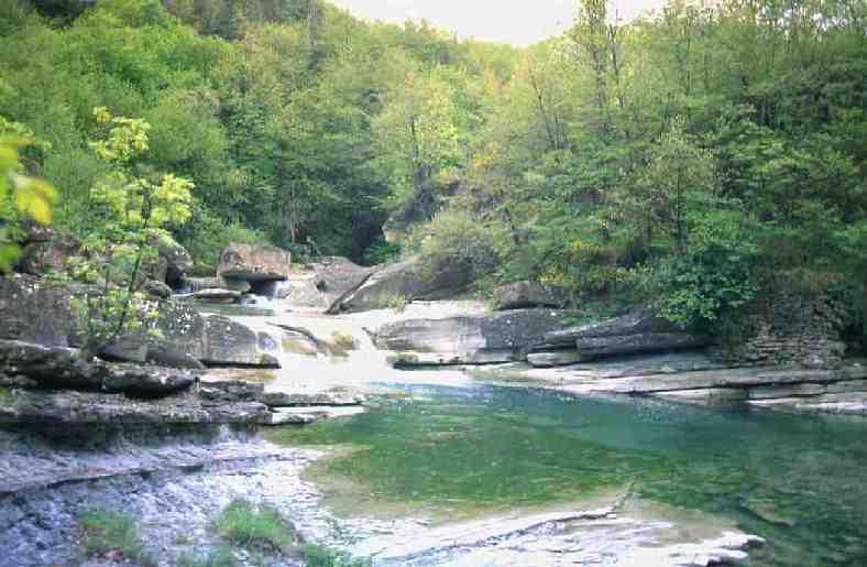E uno dei tre rami quello di destra che forma il fiume