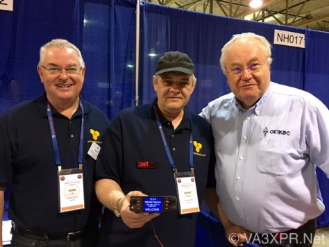Il Wireless Holdings team mostra il DV4mobile al Dayton Hamvention 2016. Partendo da sinistra, Uli Altvader, AG0X, Presidente della Wireless Holdings, Torsten Schultze, DG1HT, Ingegnere capo e sviluppatore Wireless Holdings e Kurt Baumann, OE1KBC