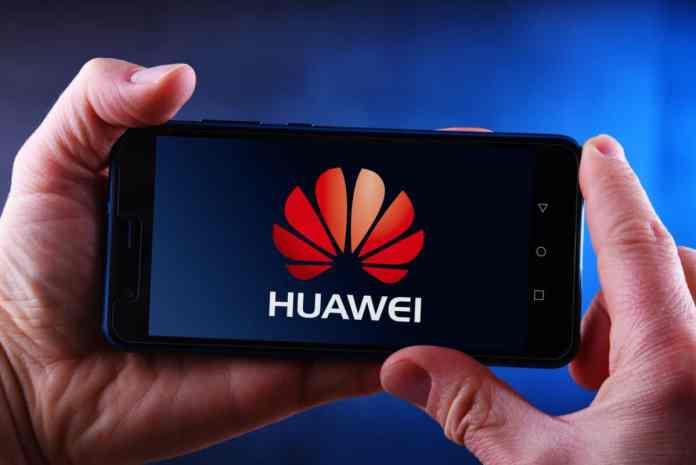 Smartphone con il logo di Hauwei
