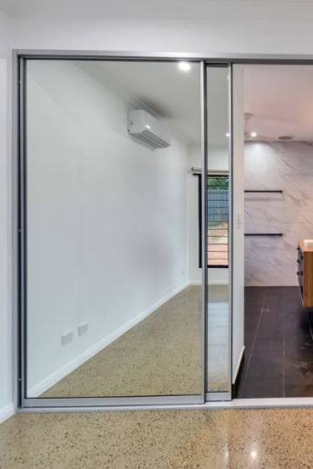 Mirror Doors Ensuite Left Side Andrew Harvey BuildersNT
