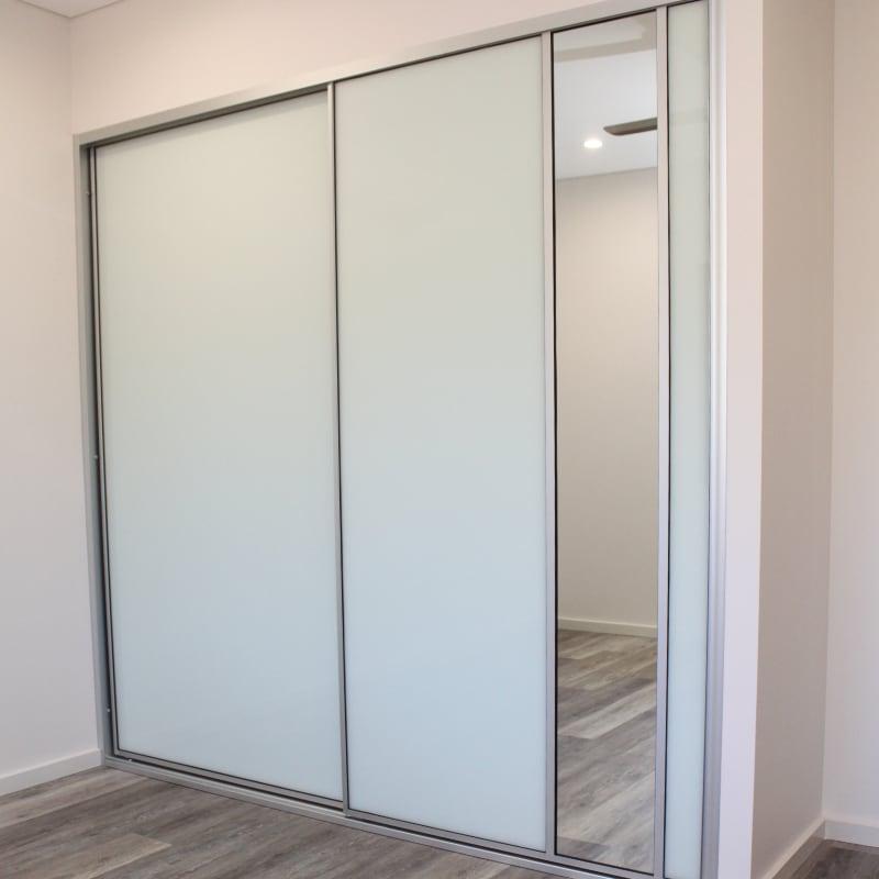 Bedroom Wardrobe Sliding Doors with Dress Mirror