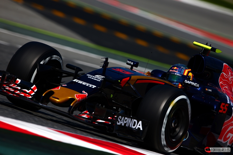 MONTMELO, SPAIN - MAY 13: Carlos Sainz of Spain driving the (55) Scuderia Toro Rosso STR11 Ferrari 060/5 turbo on track during practice for the Spanish Formula One Grand Prix at Circuit de Catalunya on May 13, 2016 in Montmelo, Spain. (Photo by Dan Istitene/Getty Images) // Getty Images / Red Bull Content Pool // P-20160513-00635 // Usage for editorial use only // Please go to www.redbullcontentpool.com for further information. //