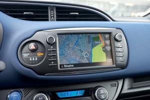 2017 Toyota Yaris Hybrid Blue DetailInt 17
