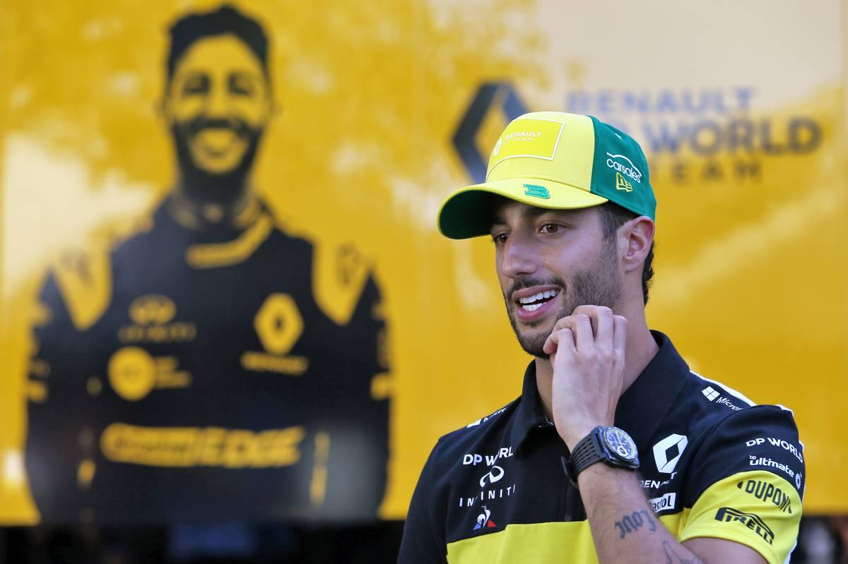 """Prost sobre el futuro de Ricciardo en Renault: """"Quiere seguir con nosotros"""""""