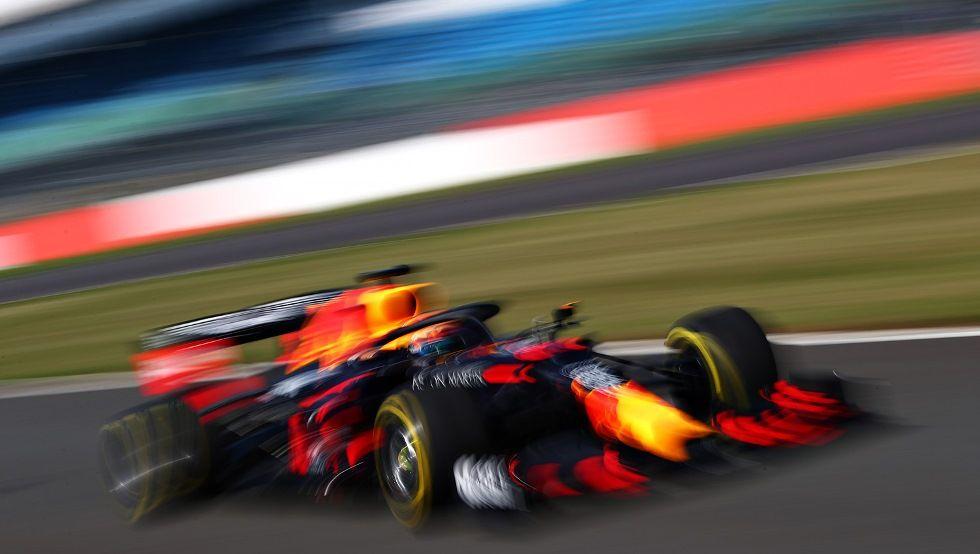 Stefano Domenicali apoya a Red Bull en la decisión de congelar los motores