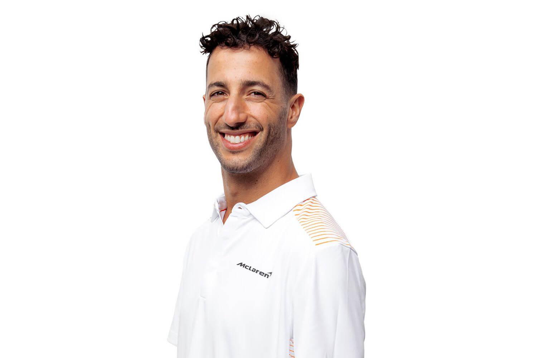 Daniel Ricciardo presenta el casco que utilizará en la temporada 2021