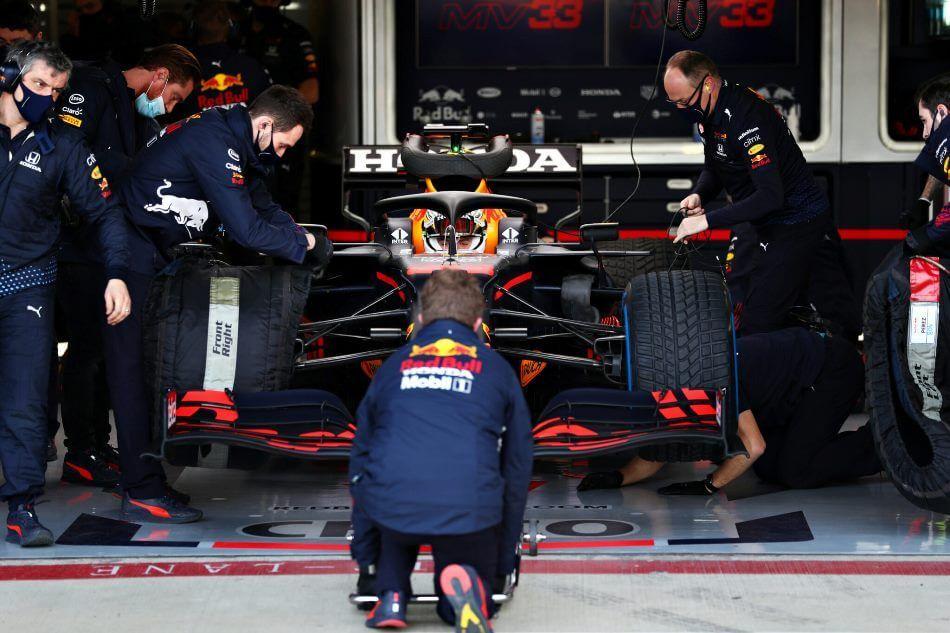 Max Verstappen y Sergio Pérez prueban el nuevo RB16B en Silverstone