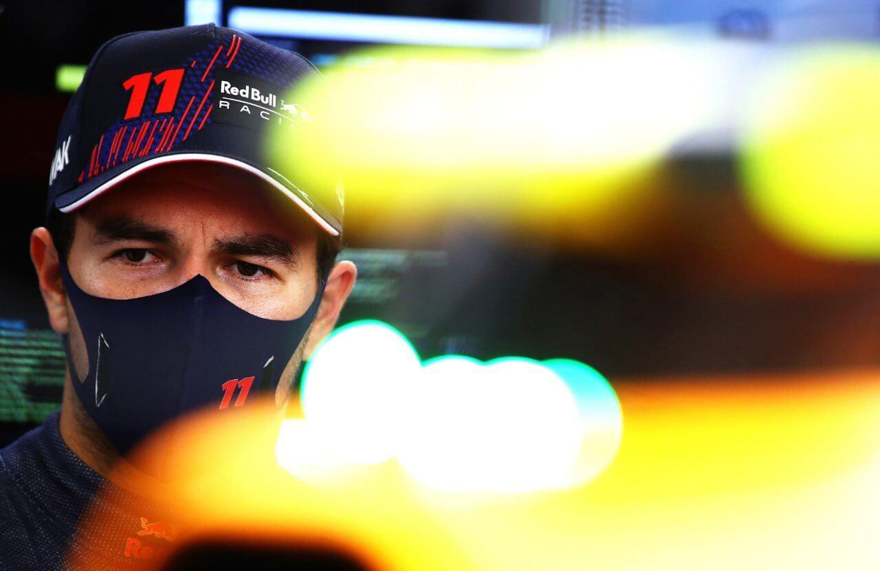 """Sergio Pérez espera una carrera muy cerrada en Imola: """"Va a estar muy apretado con Mercedes"""""""