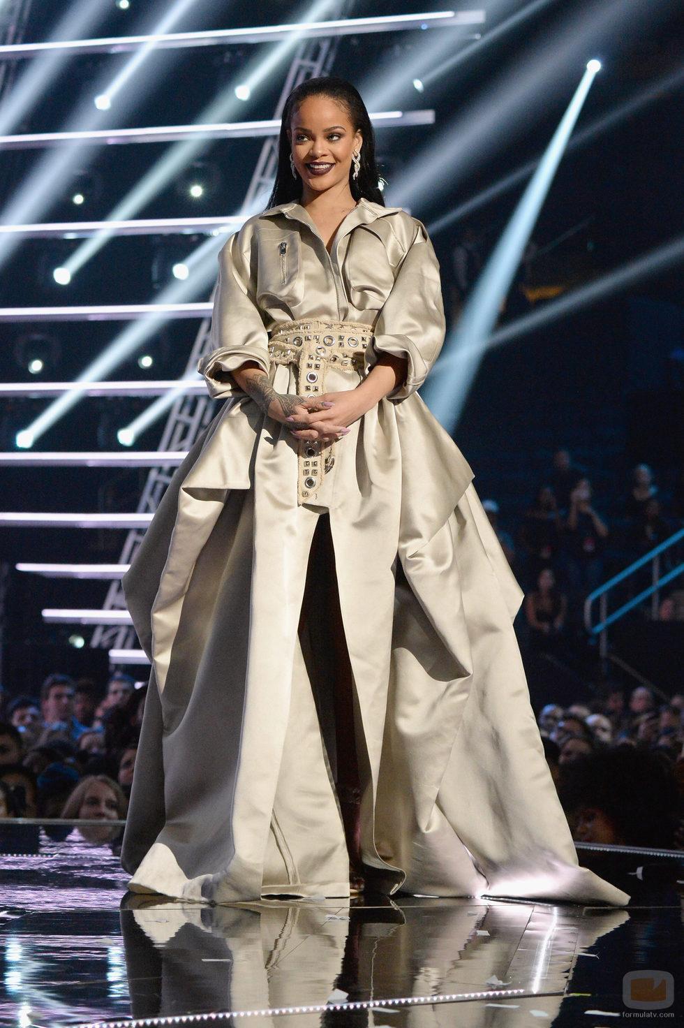Rihanna en la gala de los VMA 2016 de la MTV Fotos