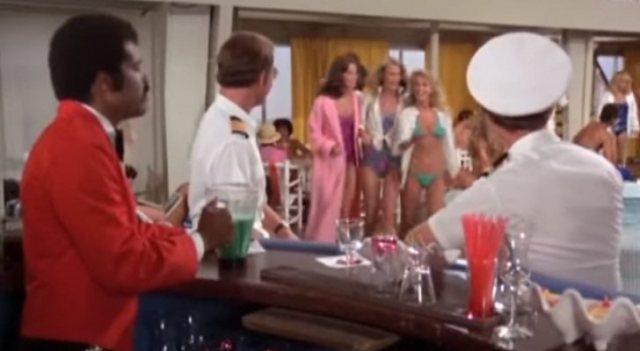 'Los ángeles de Charlie' y 'Vacaciones en el mar' vivieron su particular crossover