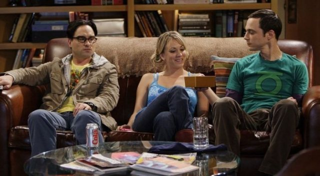 Johnny Galecki, Kaley Cuoco y Jim Parsons como Leonard, Penny y Sheldon de 'The Big Bang Theory'