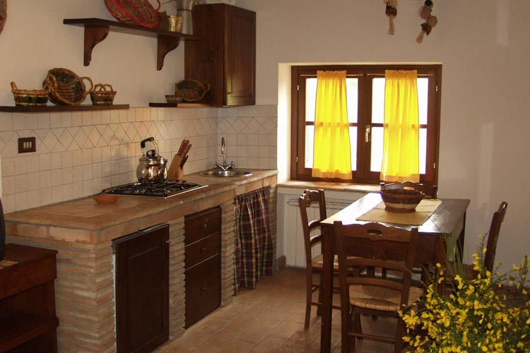 Cucina in cotto dai rivestimenti ai pavimenti ecco
