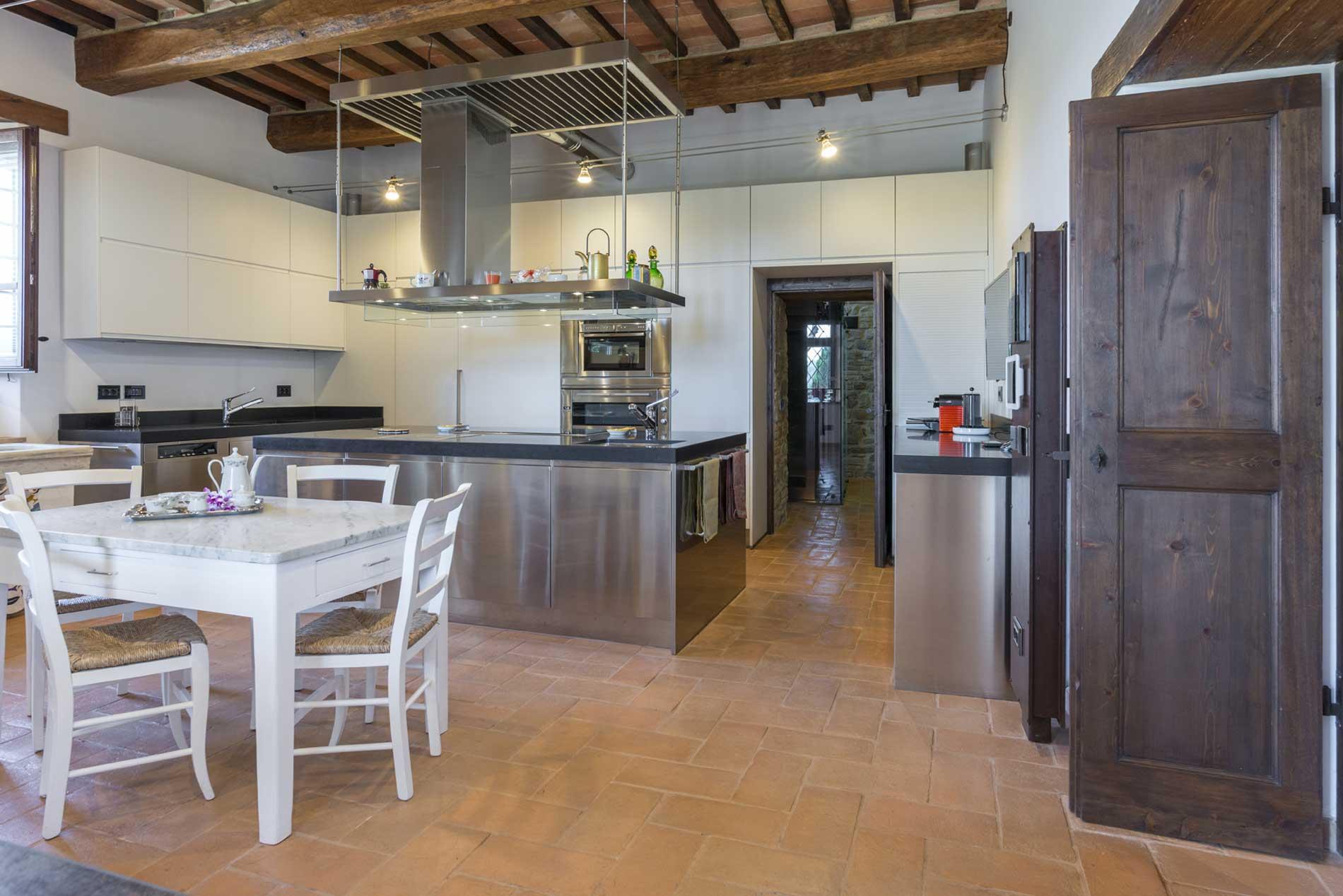 Pavimenti in cotto fatto a mano per interni ed esterni  Fornace Bernasconi