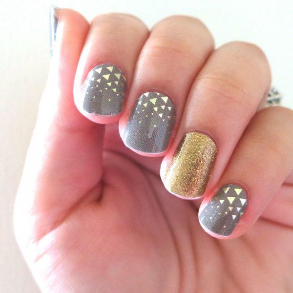 Decorazione su unghie con adesivi