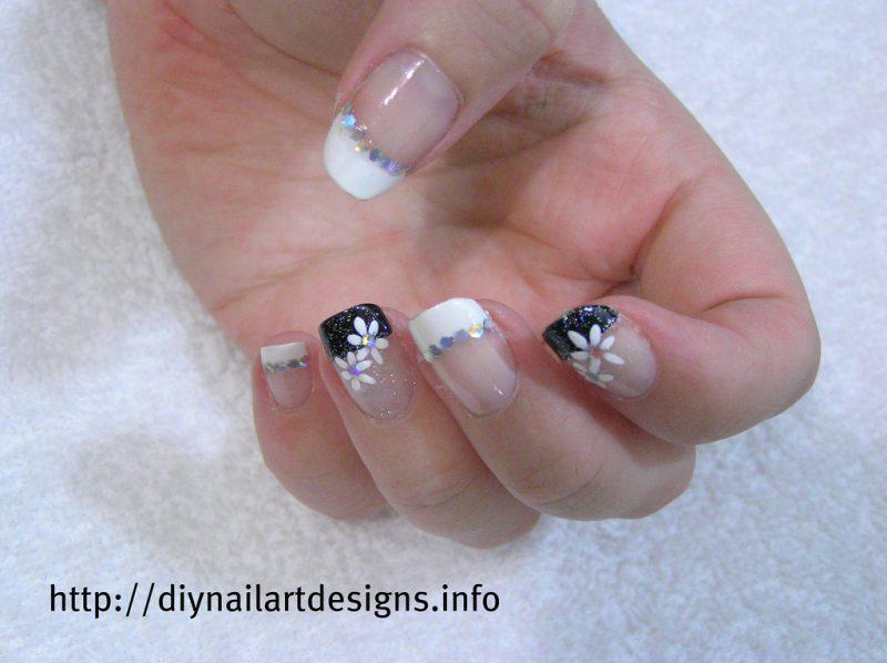 French manicure con adesivi 1