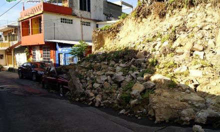 MONUMENTO A LA MEDIOCRIDAD EN EL CENTRO DE TUXPAN