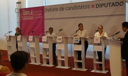 Debaten candidatos a Diputados Locales