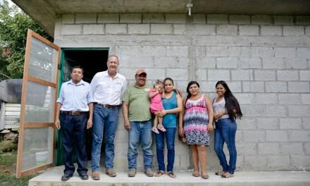 Con Cuartos Dormitorios, el Ayuntamiento de Tuxpan Combate Rezago Social