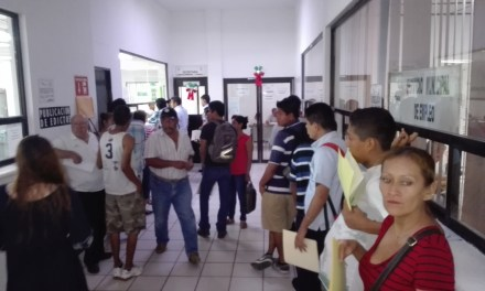 Jóvenes hacen fila para solicitar precartilla, plazo está por vencer