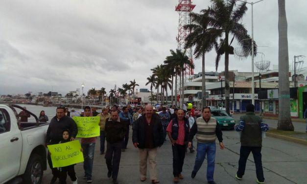 """Tuxpeños marcharon en contra del """"Gasolinazo"""""""