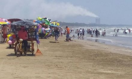 Regulan a vendedores ambulantes en zona de playa