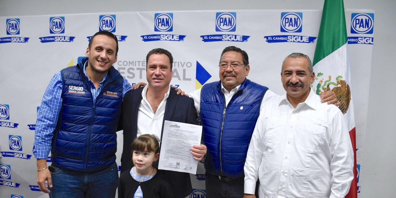 Arturo Esquitín se registra como Pre candidato  Para la Diputación Federal