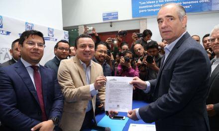 Se registra Julen Rementería como precandidato al senado por el Partido Acción Nacional