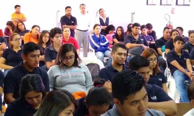 Diserta Toño Aguilar conferencia a universitarios