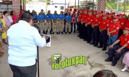 Uniformes y reconocimientos recibe el heroico cuerpo de bomberos